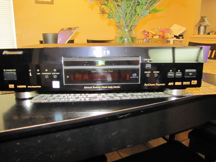 Pioneer  DV-59avi Universal Player