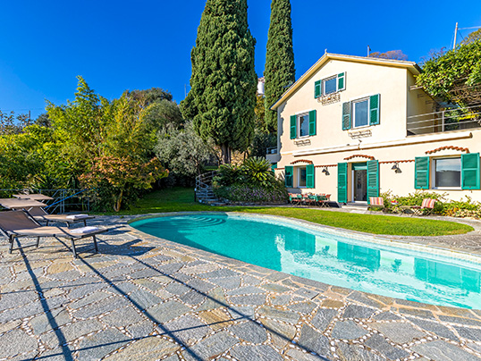 Hamburg - Engel & Völkers is brokering this finely restored villa on a hill of Santa Margherita Ligure for 3.9 million euros. The property has a living space of 350 square metres, with five bedrooms and five bathrooms. (Image source: Engel & Völkers Santa Margherita-Portofino)