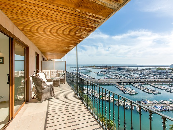 Sea view apartment in the harbour of Palma