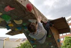 boulderworx kletteranlagen kopfüber klettern
