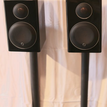 Radius 90 Bookshelf Speakers w/ Radius Stands