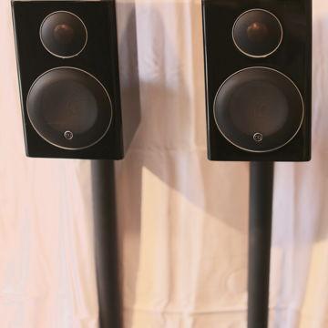 Radius 90 Bookshelf Speakers w/ Radius Stands