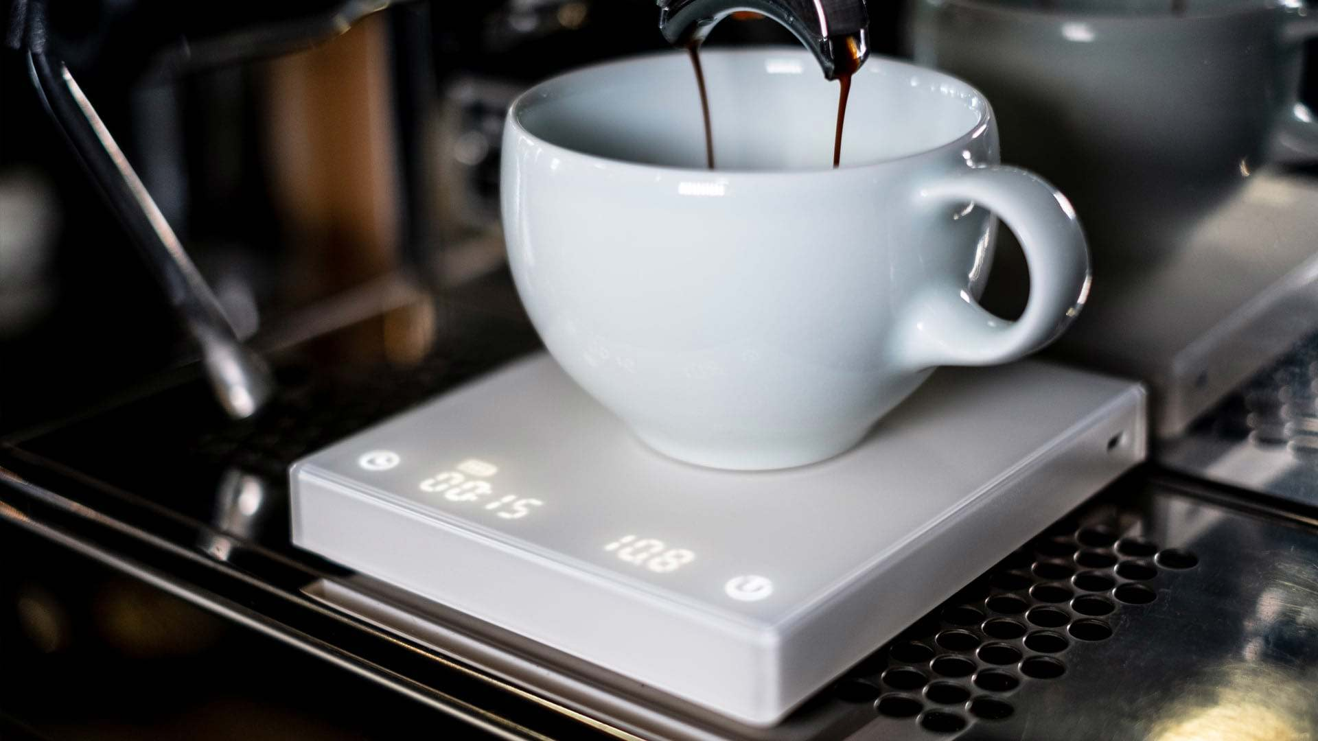 Timemore scale under cup