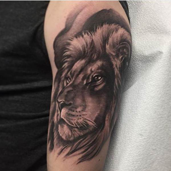 Tatouage Lion Epaule