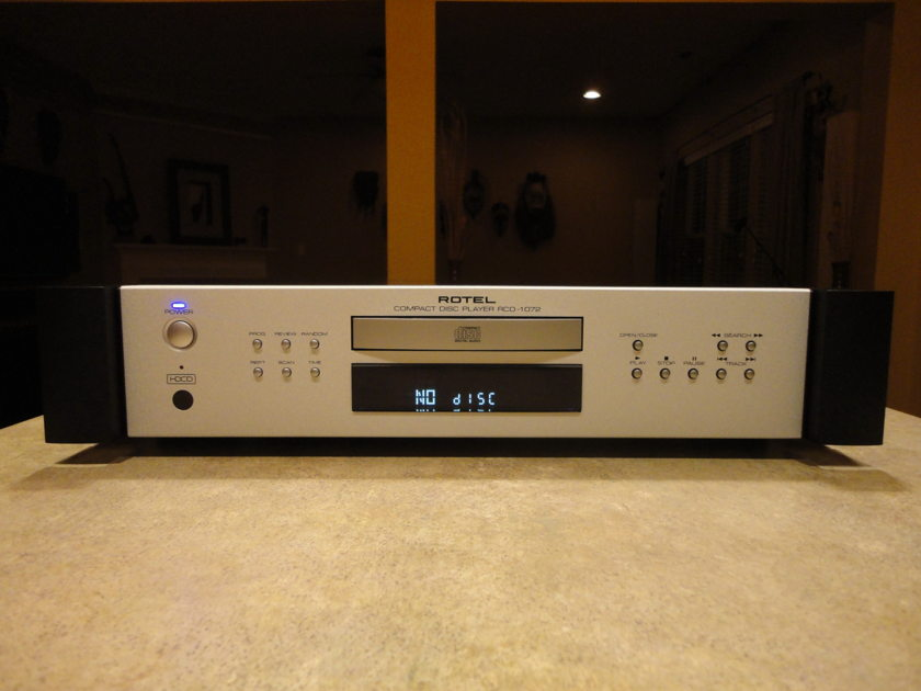 Rotel 1072 HDCD Player  Rotel 1072 HDCD Player