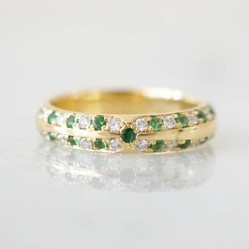 Tsavorite and diamond gold ring