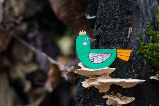 "Деревянная брошь ""Птица в короне""."