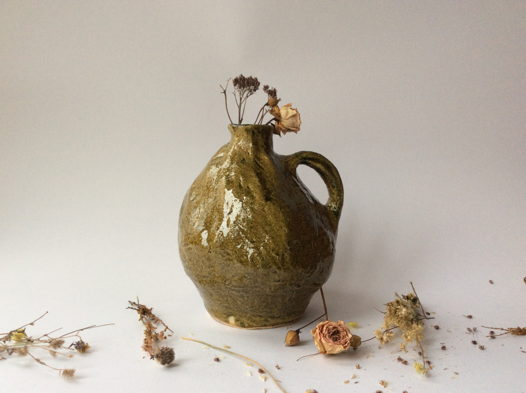 Светло-горчичная ваза для сухоцвета