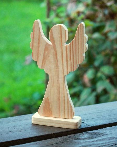 Ангел деревянный на подставке