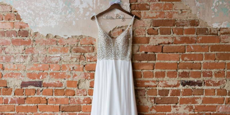 Top-3 Tips for Re-Selling Your Wedding Dress and Décor
