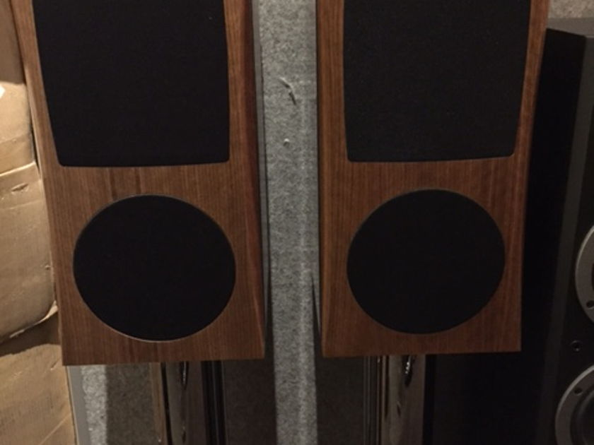 JansZen zA1.1 Hybrid Electrostatic Loudspeakers MINT DEALER DEMOS (Walnut) Non Air Layer Model