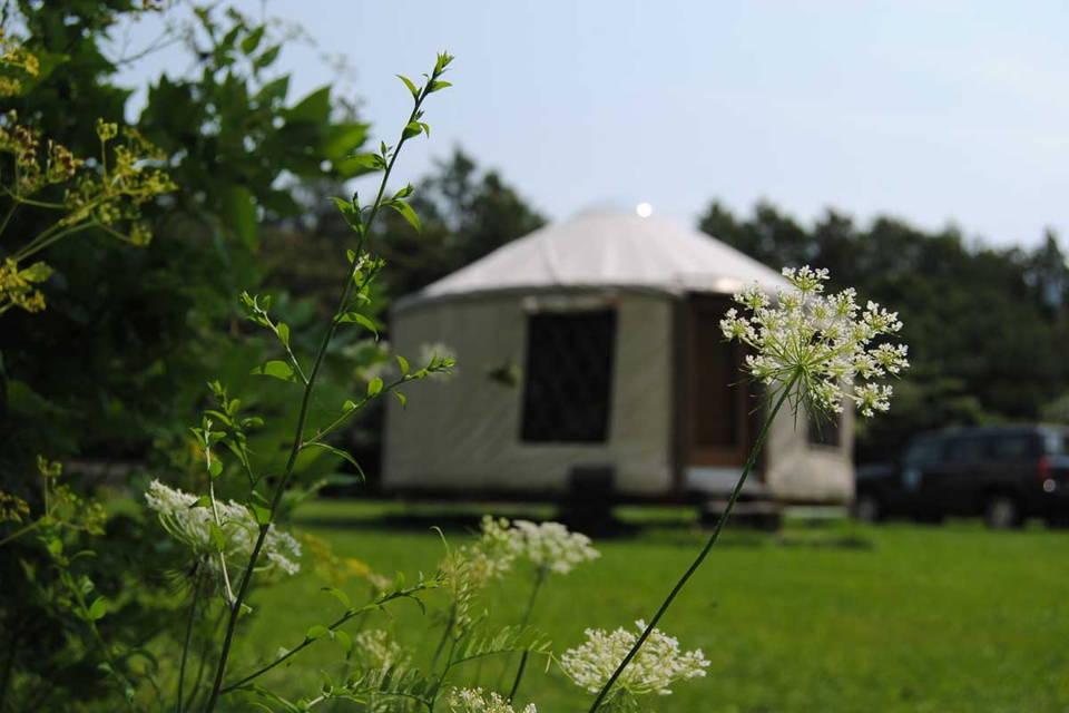 Maikana et Mount Trail pour le plein air, camping et longues randonnées. Ultraléger et fabriqué au quebec et canada. Pour la santé mentale au Quebec. Yourt Montérégie.