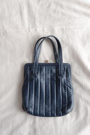 Стеганая сумочка-карман из натуральной кожи чернильного цвета, 1960е