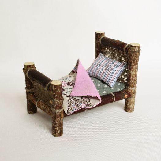 """Кроватка деревянная с постельным бельем """"Утро за городом"""""""