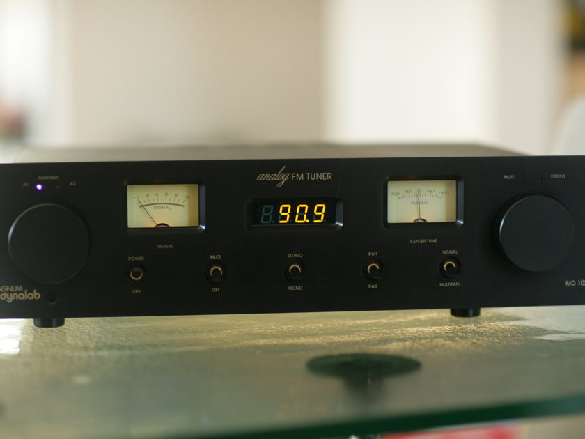 Magnum Dynalab  MD 102 Tuner and ST-2 Antenna in Pristine Condition