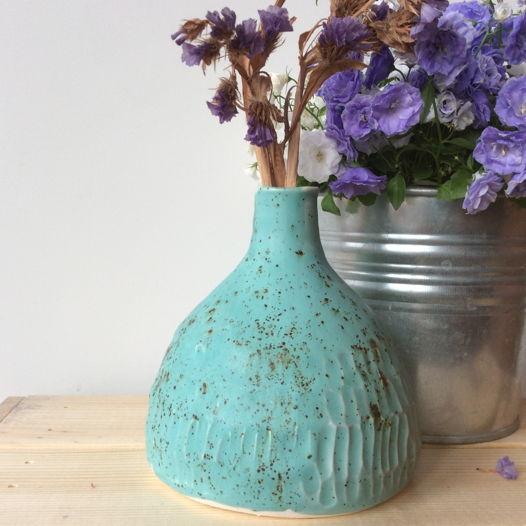 Бирюзовая ваза с узким горлом