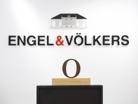 Sintra - Quality, professionalism, innovative thinking: This is why Engel & Völkers has been named top brand in Spain once again by the luxury magazine Robb Report.