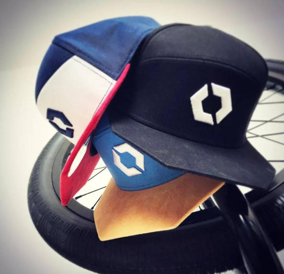 casquettes visière plate originales colorées pour hommes et femmes