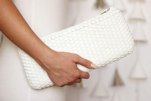 Кожаный клатч белый (плетеный)