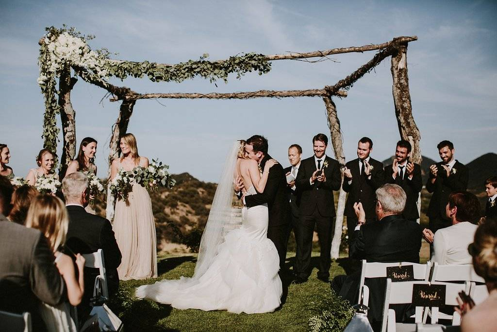 lush wedding, organic wedding, white and green wedding, Los Angeles florist, minimalist luxury wedding, Vave events, wedding decor, wedding flowers, wedding arch