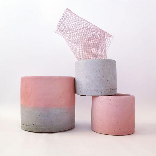 Большое кашпо из бетона Розовый + Серый