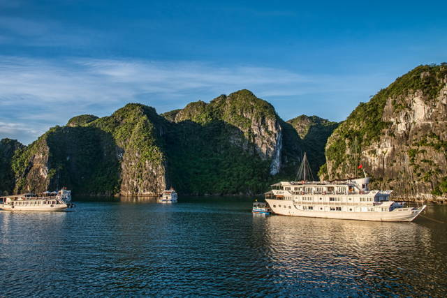 Private Day Cruise to Ha Long Bay