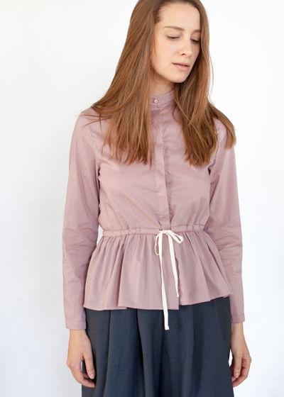 рубашка с баской цвета чайной розы