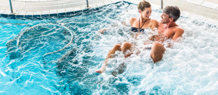 Thalwil - Couple-in-thermal-wellness-spa-on-water-massage-enjoying-the-treatment-shutterstock_307058501-2-768x335.jpg