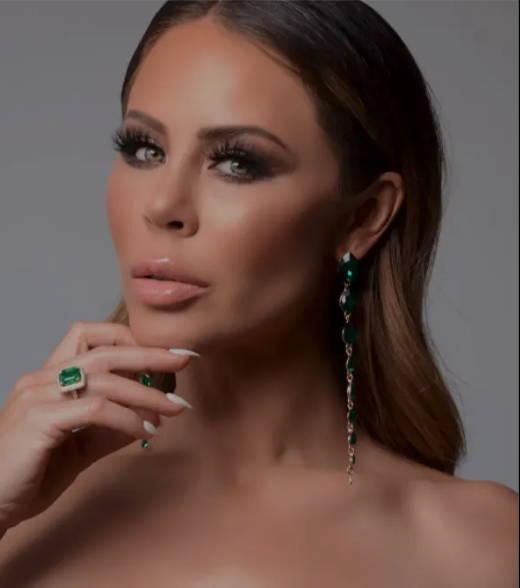 Headshot of beautiful woman with glamorous makeup