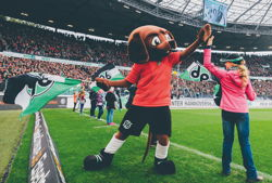 hannover high five mit maskotchen