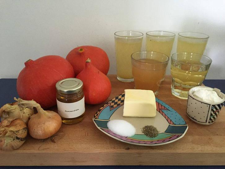 Zutaten für die Hokkaido-Kürbissuppe mit Honig
