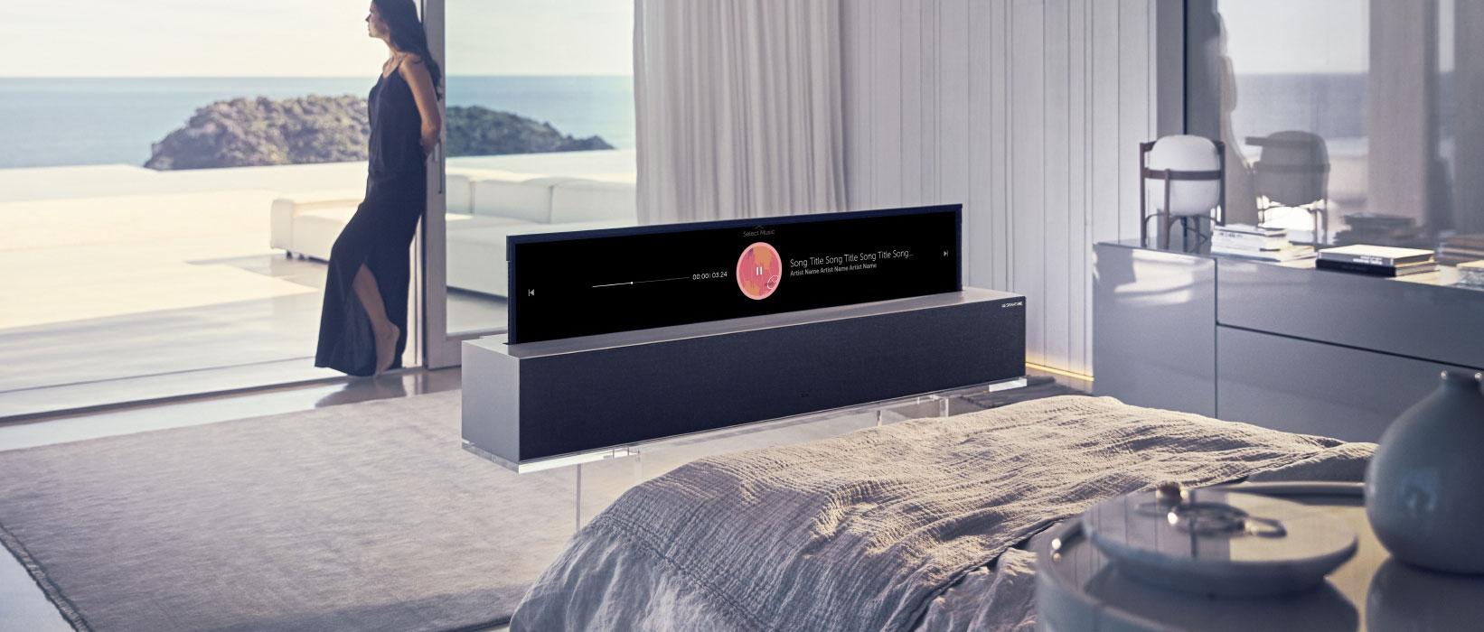 A világ első feltekerhető OLED tévéjét mutatja be az LG