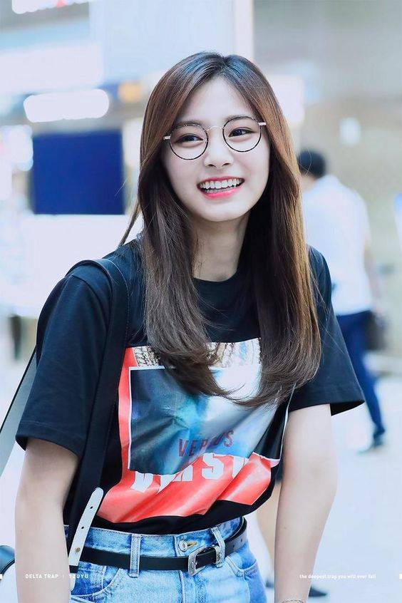 Tzuyu wears the Anthe in Ink