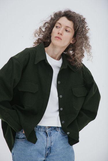 Куртка-рубашка из шерстяного сукна *зеленая* oversize, необработанные края