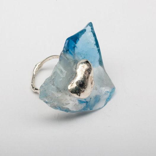 Кольцо из голубого стекла Льдина