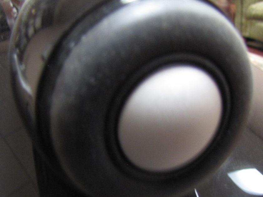bowers & wilkins Nautilus 802d2 gl blk speakers