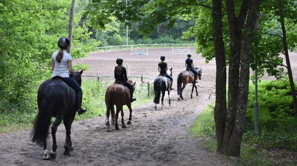 Keskustallin ratsastuskoulu, Helsinki