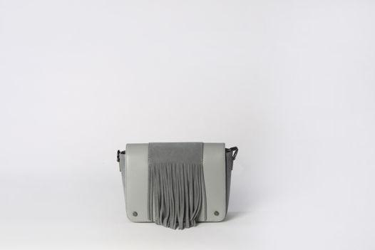 Кросс-боди со съемным ремешком и бахромой на фронтальной части