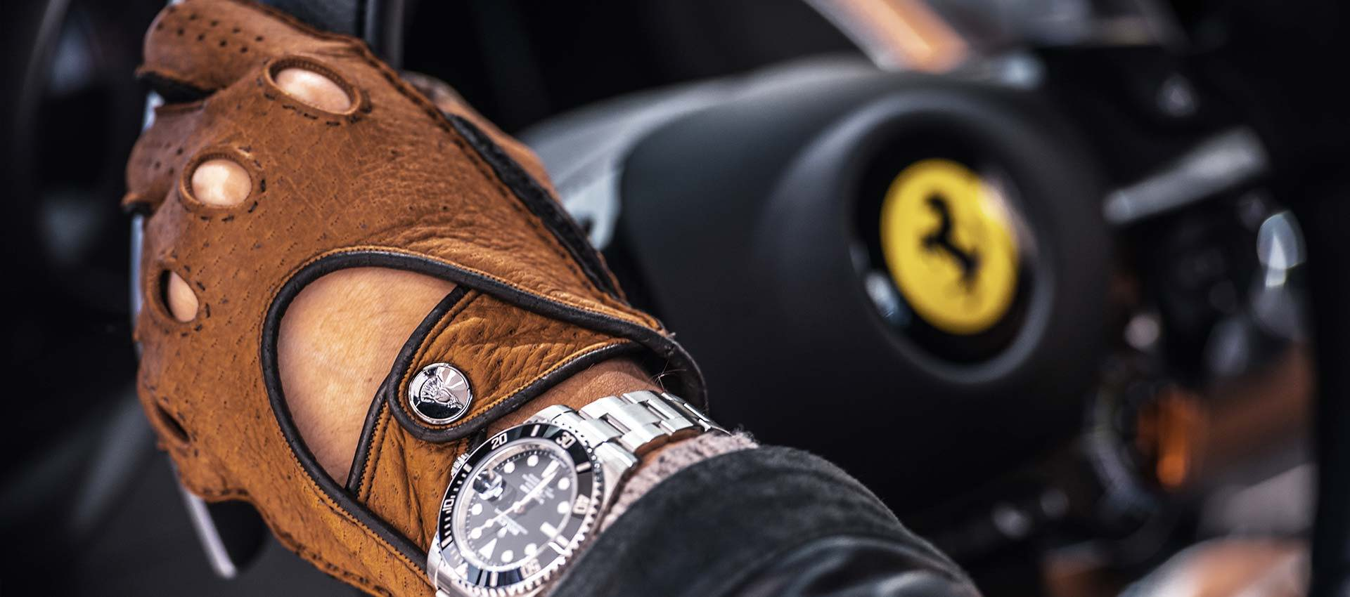 Brown driving gloves Ferrari 812