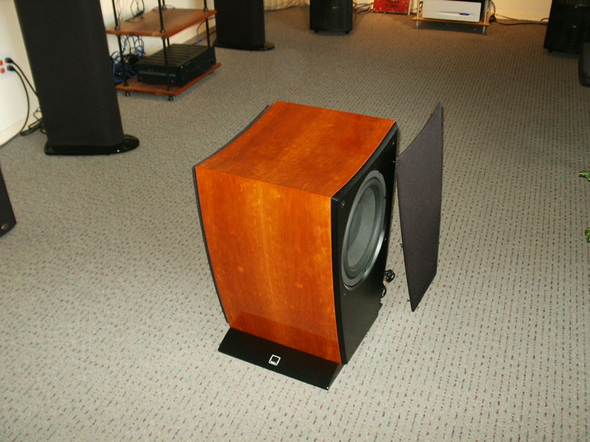 Dali Helicon 600 gloss cherry subwoofer