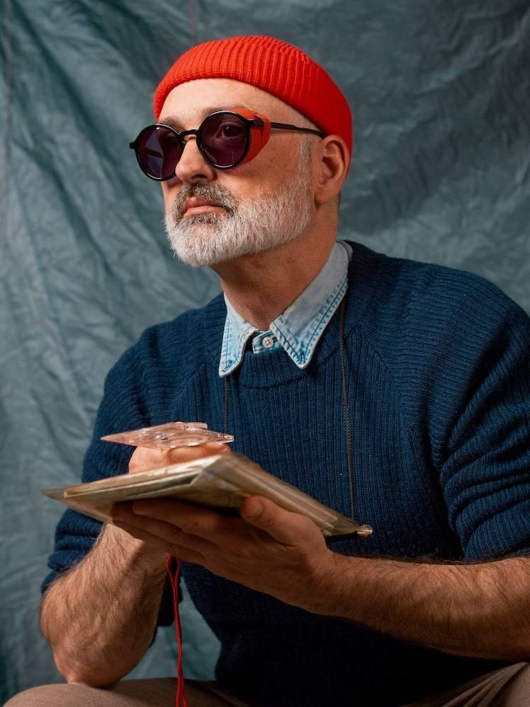 Mann med Kaibosh X Bergans Type G 10 solbriller