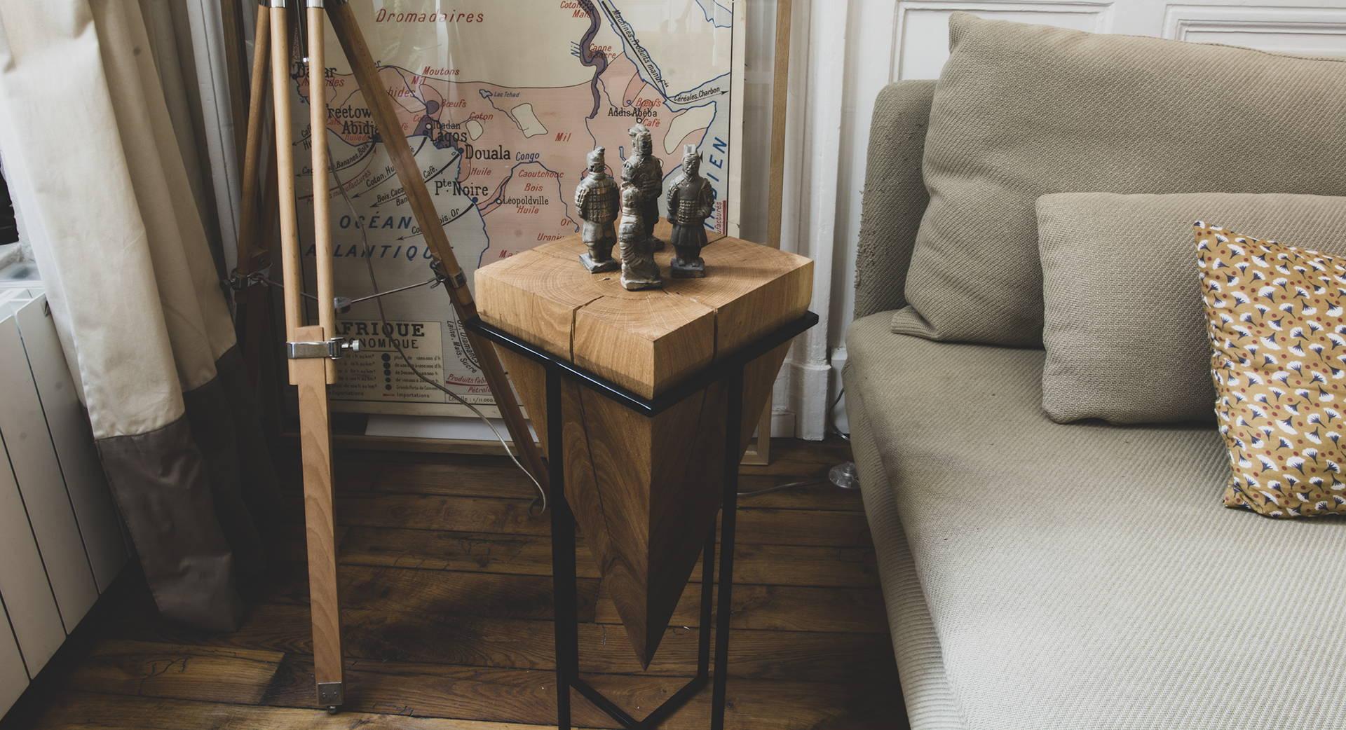 Bout de canapé en bois massif pointu