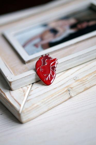 Брошь сердце человеческое