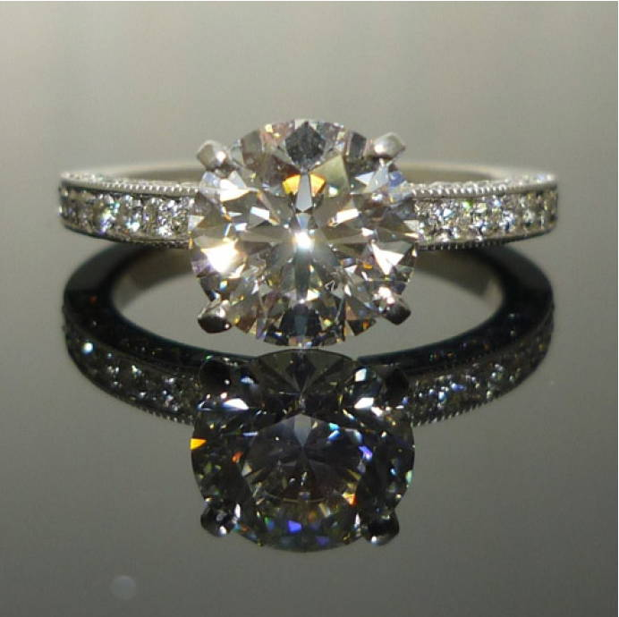 light reflection of the diamond ring