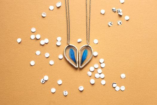 Комплект подвесок-половинок сердца с гербариями