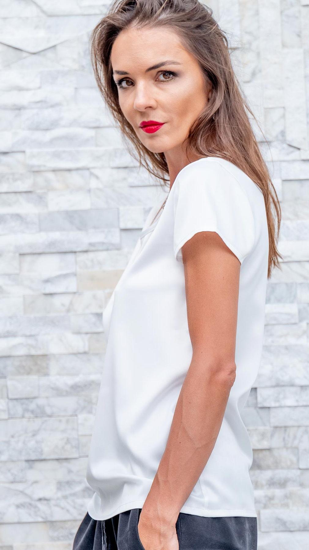 Белая шелковая футболка