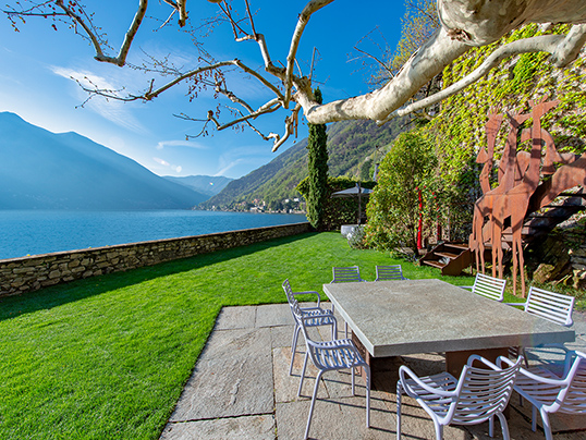 Hamburg - This historical property on Lake Como is on the market for 15 million euros. (Image source: Engel & Völkers Lago di Como)