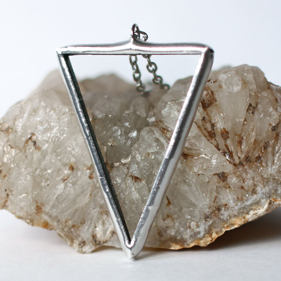"Кулон ""Прозрачный треугольник"""
