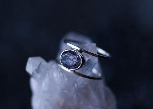 Серебряное кольцо с уникальным, редким камнем Melody (Super 7)
