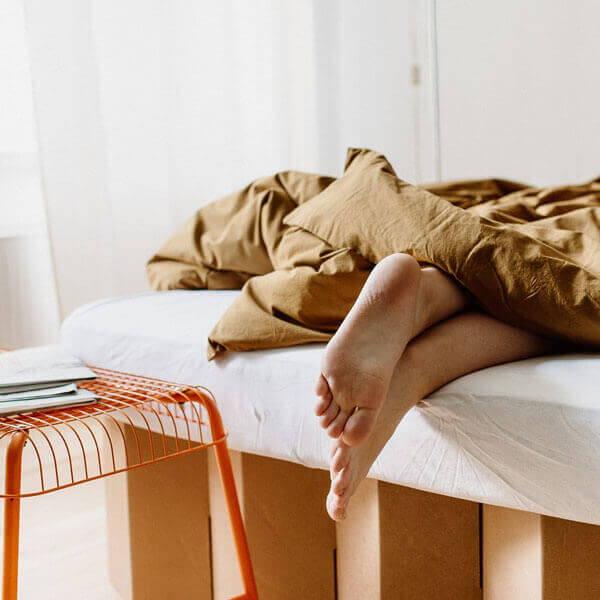 Das ROOM IN A BOX Bett 2.0 lässt sich auf ein Überlänge von 220 cm erweitern